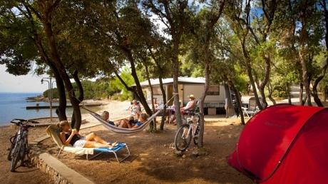 campingplatz slatina kroatien camping auf der insel cres. Black Bedroom Furniture Sets. Home Design Ideas